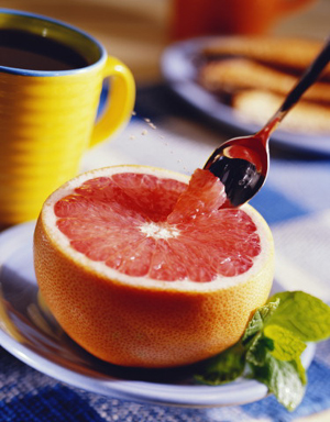 the grapefruit diet is low in calories and rich in vitamin C