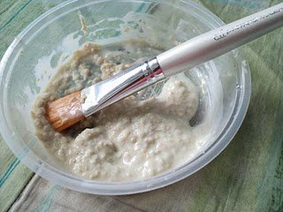 Yogourt, honey and oatmeal make a great nourishing mask